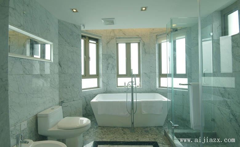 干湿分离的简ou风格别墅卫生间浴室zhuangxiu效果tu